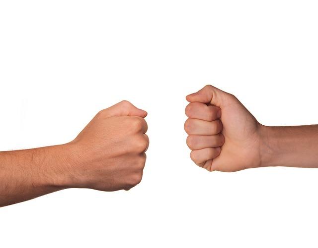 שפת גוף של הידיים